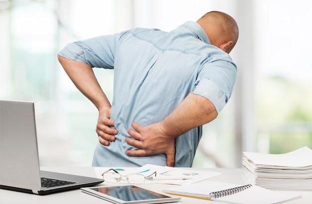 Ból pleców w biurze ból pleców biuro niski ból masażu