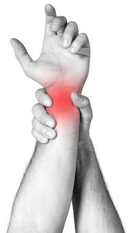 Ból ramienia trzymający się inną ręką na białym tle