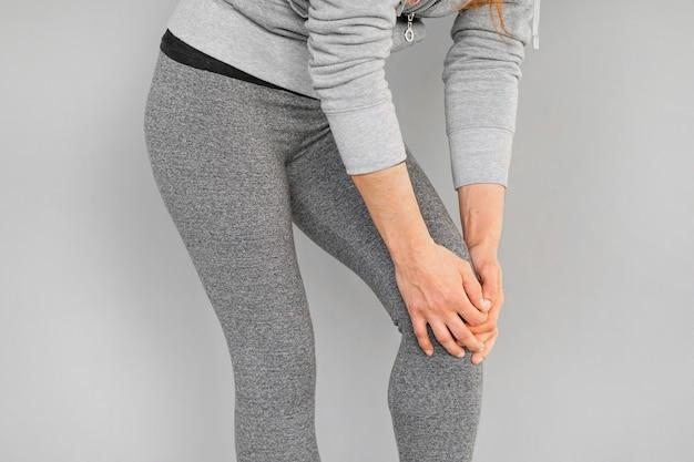 Ból w kolanach kobiety