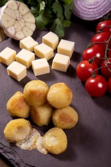 Bolinha de queijo tradycja na imprezie dla dzieci w brazylii
