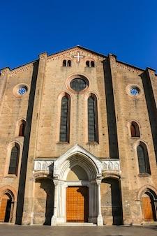 Bolonia włochy piękna architektura kościoła katolickiego basilica di san francesco w bolonii