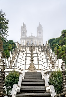 Bom jesus do monte to sanktuarium w tenoes niedaleko bragi w portugalii