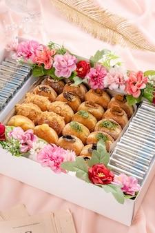 Bombolone lub bomboloni to włoski nadziewany pączek, który jest spożywany jako przekąska i deser