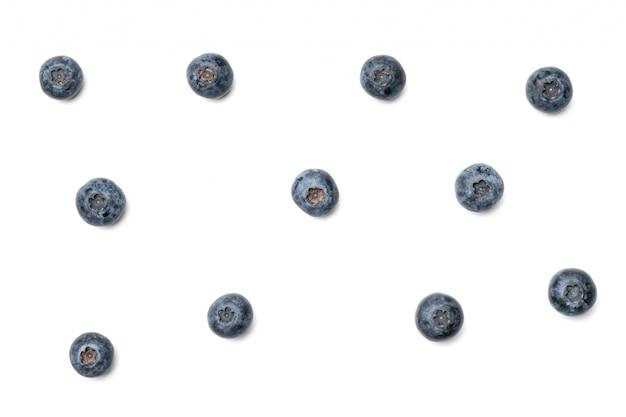 Borówka amerykańska. świeże surowe jagody odizolowywać na białym tle