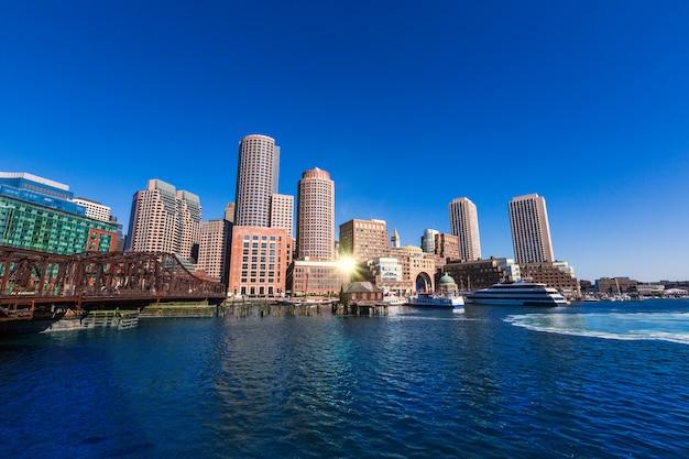 Boston linia horyzontu od fan mola światła słonecznego massachusetts