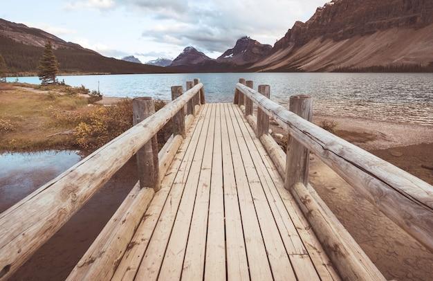 Bow lake, icefields parkway, park narodowy banff, kanada