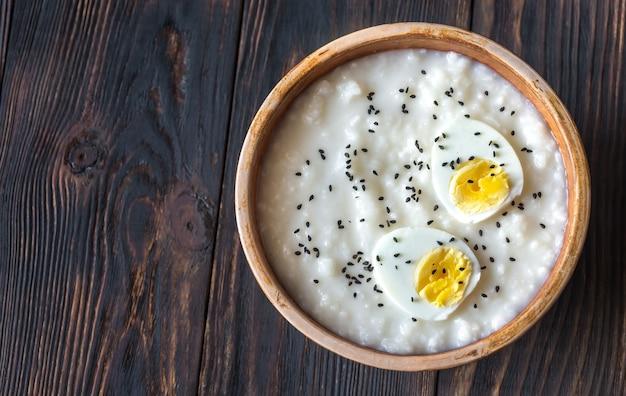 Bowl of congee - azjatycka owsianka ryżowa