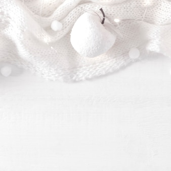 Boże narodzenie czuły biały drewniany tło z dekoracyjną ramą.