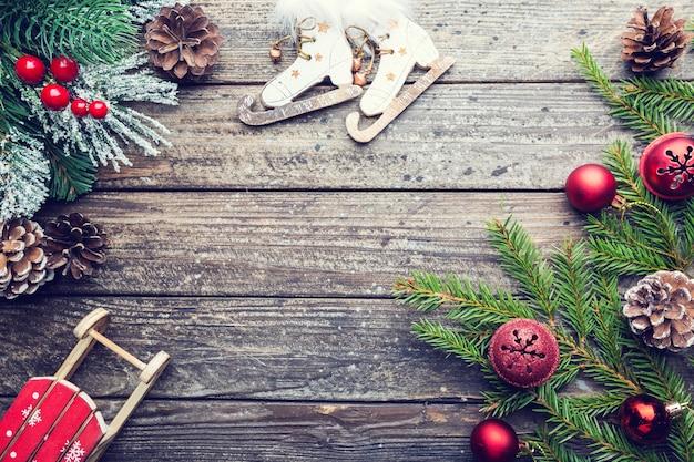 Boże narodzenie drewniane z jodłą i dekoracjami