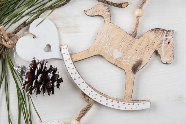 Boże narodzenie drewniane zabytkowe zabawki, koń na biegunach
