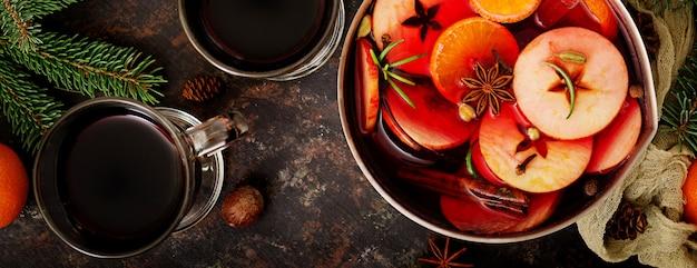 Boże narodzenie grzane wino i przyprawy. . transparent