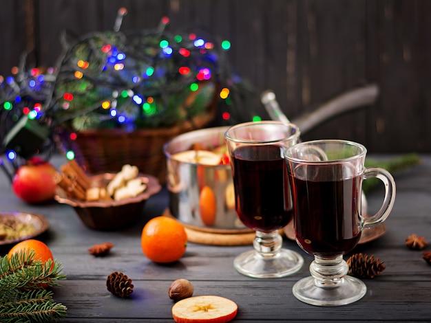 Boże narodzenie grzane wino i przyprawy.