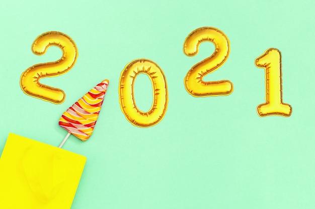 Boże narodzenie i nowy rok, lizaki w kształcie choinki.