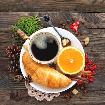 Boże narodzenie i nowy rok tło z śniadaniem kontynentalnym