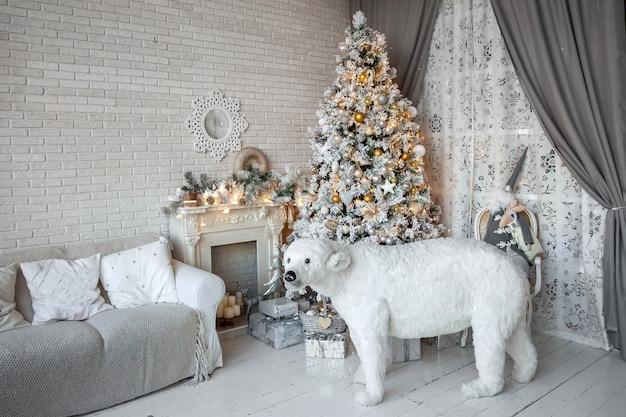 Boże narodzenie i nowy rok urządzone wnętrze pokoju prezentami