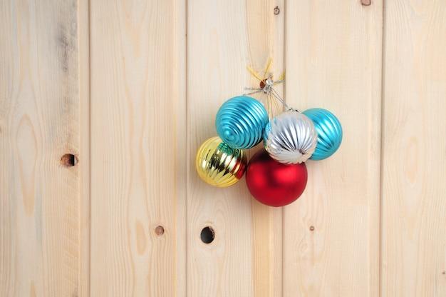 Boże narodzenie i nowy rok zabawki na tle ściany drewniane