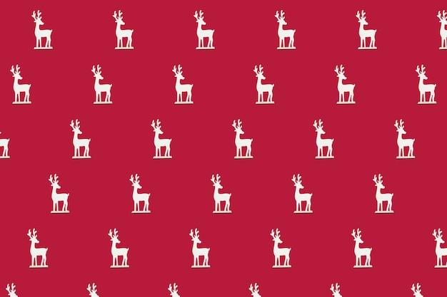 Boże narodzenie izometryczny wzór, tło, baner. minimalna kompozycja wykonana ze świątecznego białego renifera na czerwonym tle. widok z góry. koncepcja wakacje nowy rok. prezenty świąteczne, gratulacje
