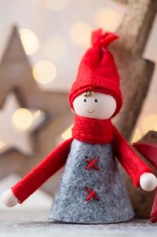Boże narodzenie kartkę z życzeniami. gnom świąteczny. symbol nowego roku.