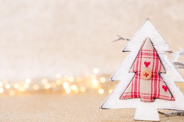 Boże narodzenie kartkę z życzeniami. świąteczna dekoracja na srebrnym tle bokex. koncepcja nowego roku. skopiuj miejsce. leżał na płasko. widok z góry.