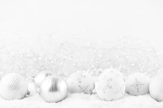 Boże narodzenie kartkę z życzeniami. świąteczna dekoracja na srebrnym tle bokex.