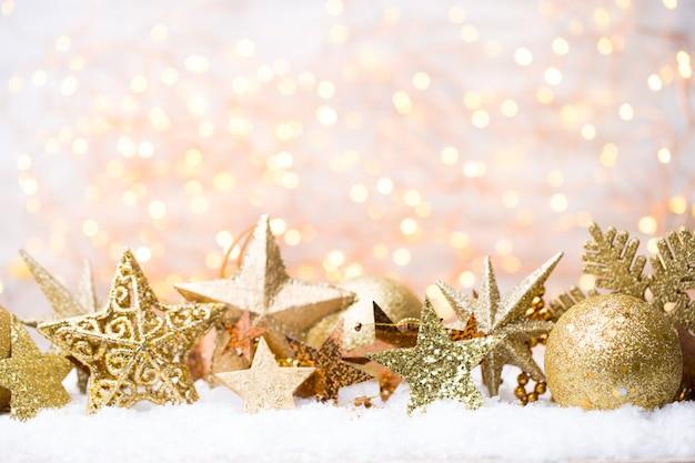 Boże narodzenie kartkę z życzeniami z ozdób choinkowych złota