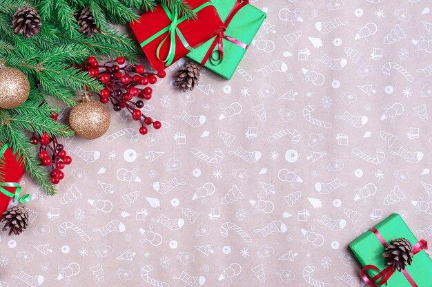 Boże narodzenie kompozycja rogu. rama wykonana z gałęzi jodły, szyszki na tle papieru artystycznego. boże narodzenie, zima, koncepcja nowego roku. leżał na płasko, widok z góry, miejsce na kopię.