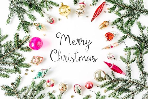 """Boże narodzenie nowy rok skład wakacje. cytuj """"wesołych świąt"""" w ramce makiety z pustą przestrzenią do kopiowania i dekoracjami na białym tle"""