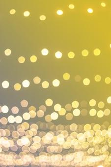 Boże narodzenie światła w tle bokeh. kolory roku 2021 - żółta i ostateczna szarość.