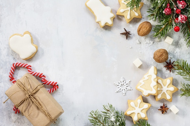 Boże narodzenie tło ramki lub kartkę z życzeniami xmas piernik na świątecznym stole świątecznym