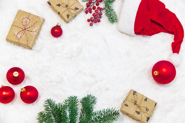 Boże narodzenie tło. świąteczna kompozycjawybiórcze skupienie wakacyjnej natury