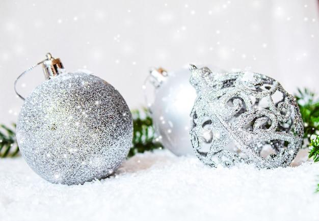 Boże narodzenie tło. szczęśliwego nowego roku selektywna ostrość.