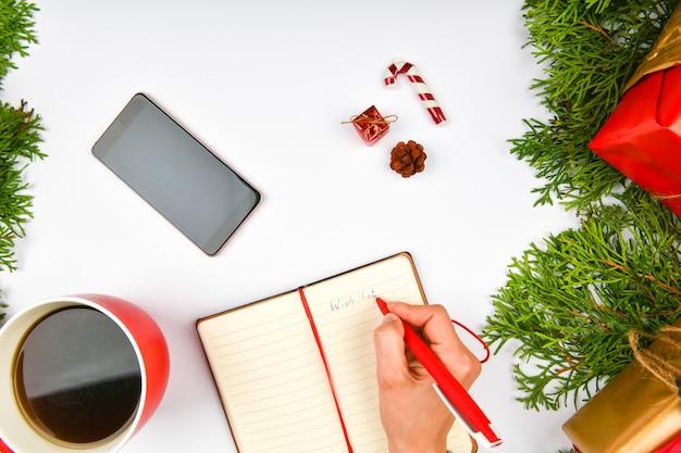 Boże narodzenie tło z notatnika, telefon, kubek kawy.