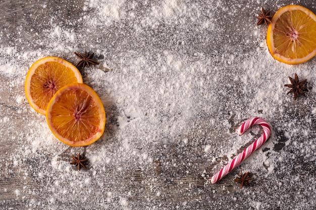 Boże narodzenie tło żywności z pomarańczy, anyżu gwiazdkowatego i mąki
