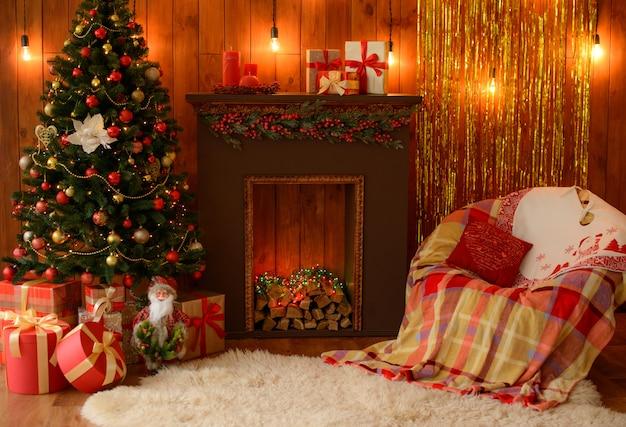 Boże narodzenie wnętrze z pudełka na prezenty i pożary świąteczne. może być używany jako tło