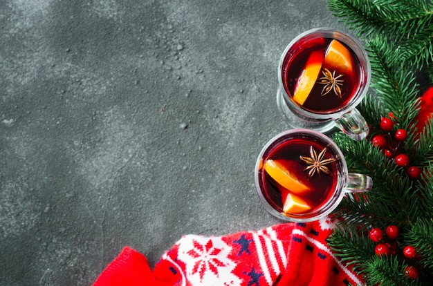 Boże narodzenie z grzanym winem i ciepłym szalikiem.