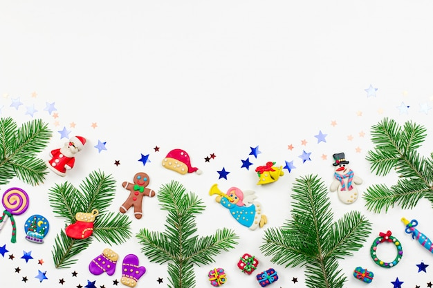 Boże narodzenie z wielobarwnymi zabawnymi dekoracjami