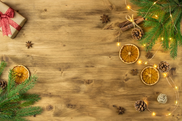 Bożenarodzeniowego wakacje tło na starym drewnie