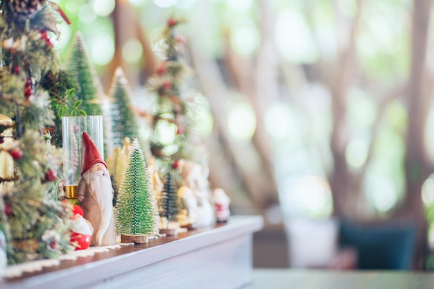 Bożenarodzeniowy abstrakcjonistyczny plamy tło, świętowanie na choinki dekoraci na drewnianym dla tła