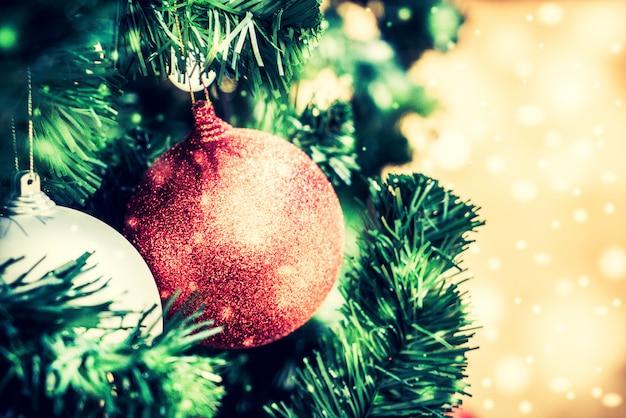Bożenarodzeniowy balowy ornament
