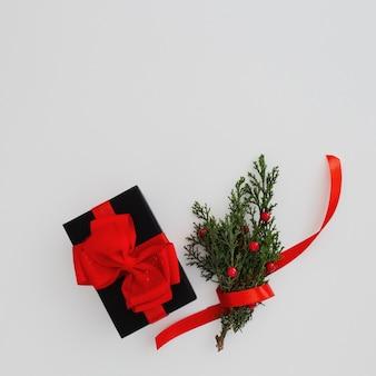 Bożenarodzeniowy pojęcie z czarnym prezenta pudełkiem