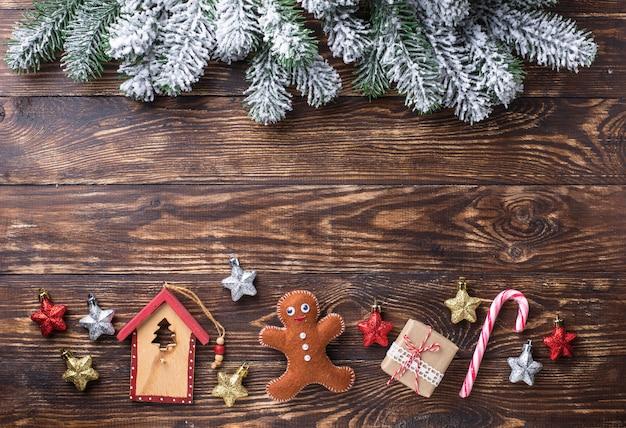 Bożenarodzeniowy świąteczny tło z zabawkami