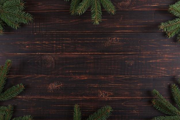 Bożenarodzeniowy tło, drewniany stół i choinki