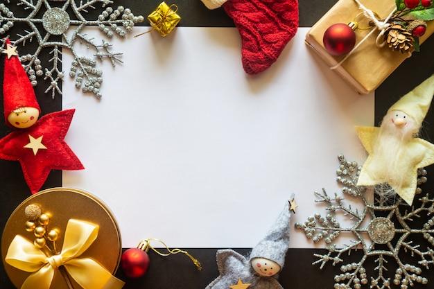 Bożenarodzeniowy tło z prezentami i dekoracjami