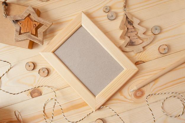 Bożonarodzeniowe światła drewniana rama dla fotografii na drewnianym