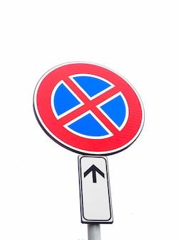 Brak parkingu i brak znaku stopu?