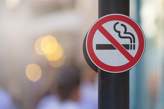 Brak tła znak palenia