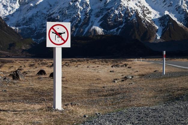 Brak znaku strefy latania dronami
