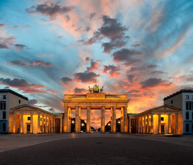 Brama brandenburska o zachodzie słońca