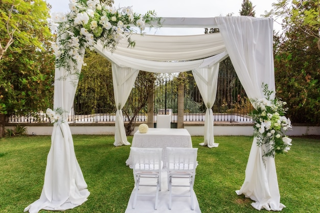 Brama na ślub ze stołem dla nowożeńców ..
