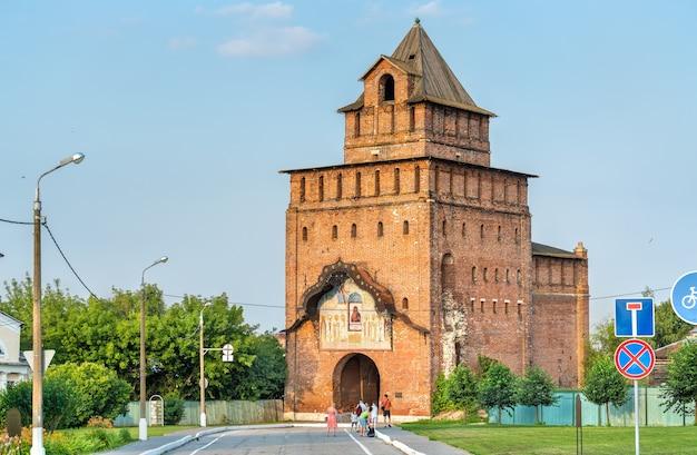 Brama piatnicka na kremlu kołomna - obwód moskiewski, rosja
